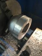 usinage de la sortie d'échappement pour son insertion dans le pot d'origine