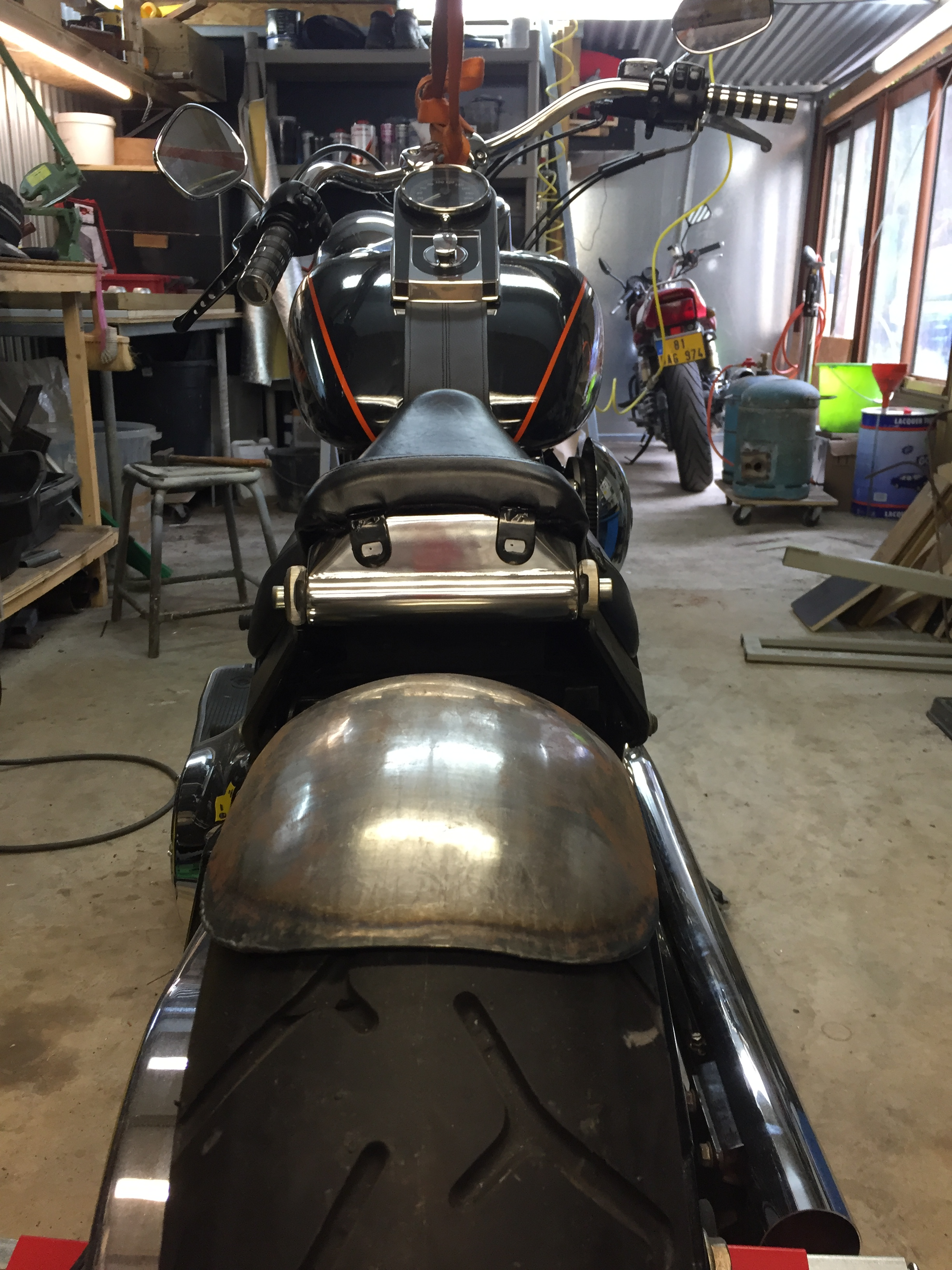 garde boue arriere sur mesure pour harley davidson softail. fabrication run iron works
