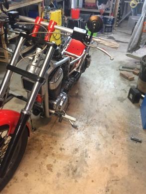 Suzuki intruder, préparation et peinture par run iron works customisation réunion